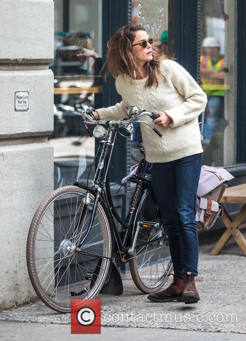 Keri Russell rides her bike in Brooklyn