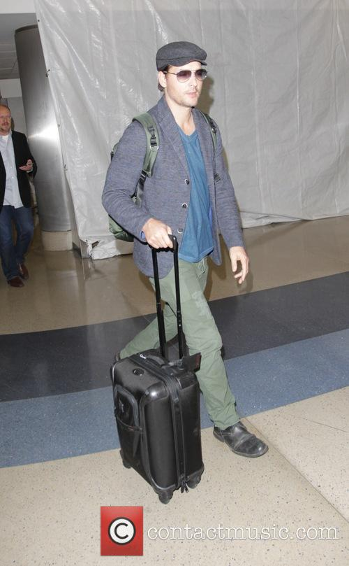 Peter Facinelli arrives at Los Angeles International Airport