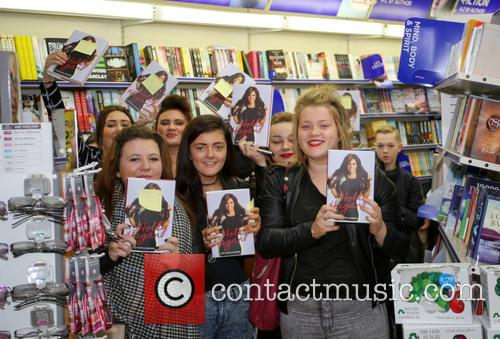 'Geordie Shore' star Holly Hagan signs copies of...