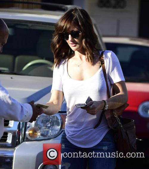 Minka Kelly tips the valet $20 as she...