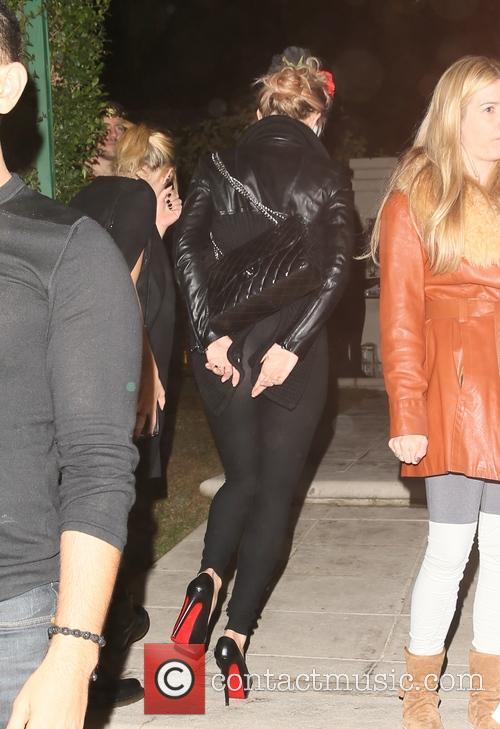 Kate Hudson and Ashley Benson 6