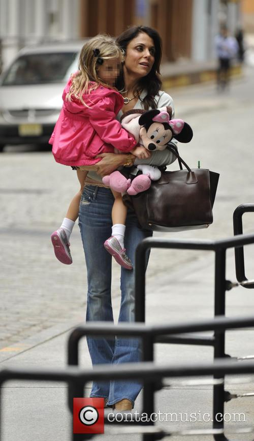 Bethenny Frankel picks up her daughter Bryn from...