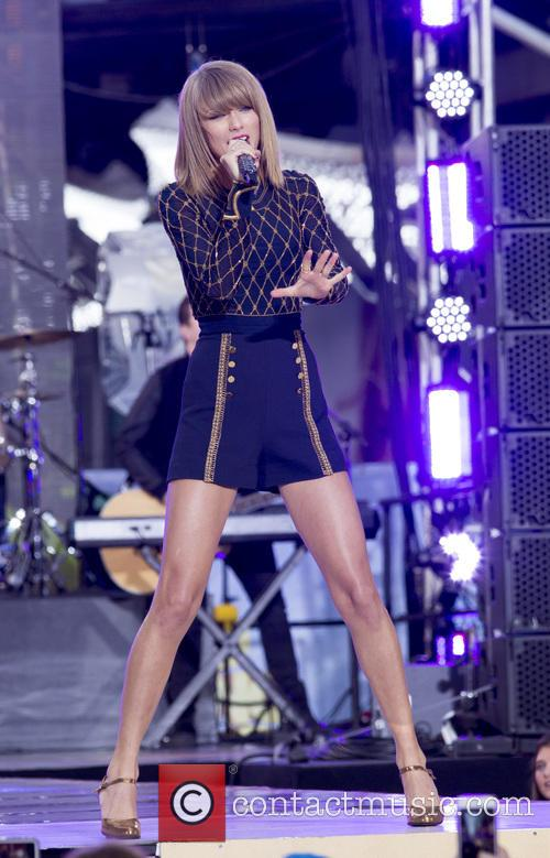 Taylor Swift performing live on 'Good Morning America'