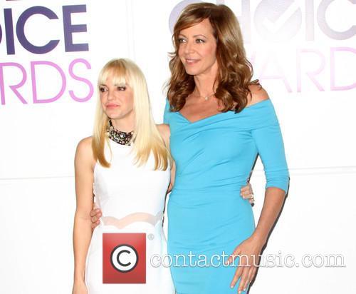 Anna Faris and Allison Janney 3