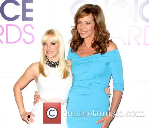 Anna Faris and Allison Janney 5