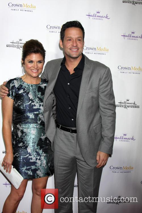 Tiffani Thiessen and Josh Hopkins 5