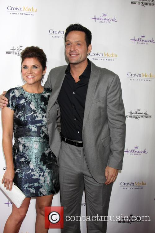 Tiffani Thiessen and Josh Hopkins 6
