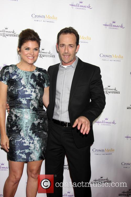 Tiffani Thiessen and Luke Perry 7