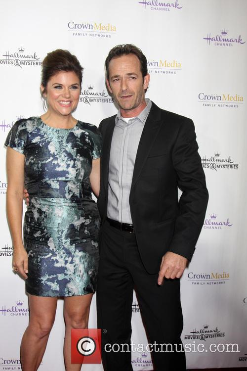 Tiffani Thiessen and Luke Perry 8