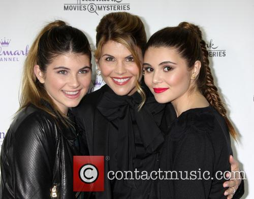 Lori Loughlin, Isabella Rose Giannulli and Olivia Jade Giannulli 4