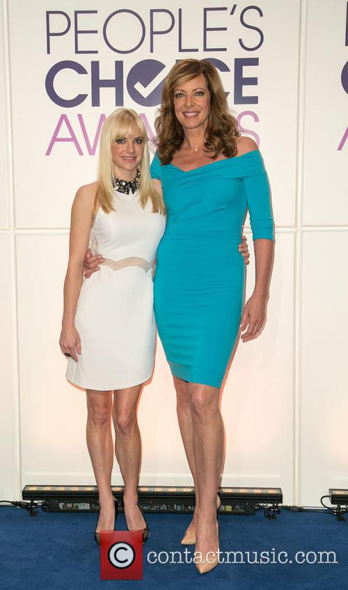 Anna Faris and Allison Janney 8
