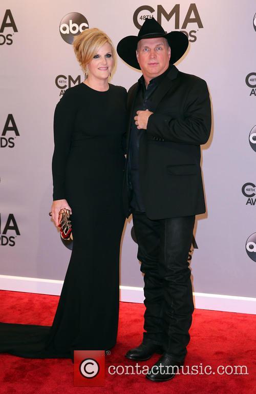 Trisha Yearwood and Garth Brooks 7