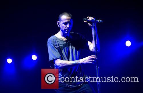 Chester Bennington and Linkin Park 9