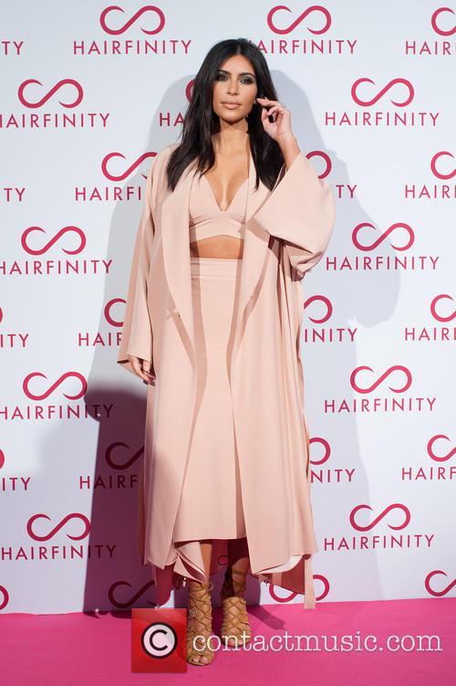 Kim Kardashian and Khloe Kardashian 5