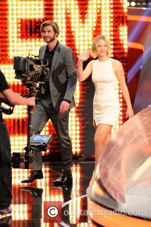 Liam Hemsworth and Jennifer Lawrence 2