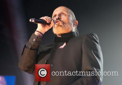 Miguel Bose performs at the 'Cadena 100 Por...
