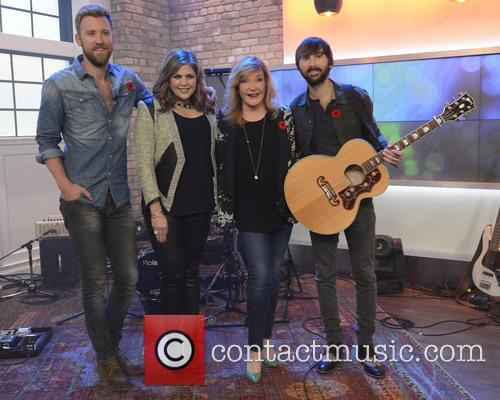 Dave Haywood, Hillary Scott, Charles Kelley, Marylin Denis and Lady Antebellum 8