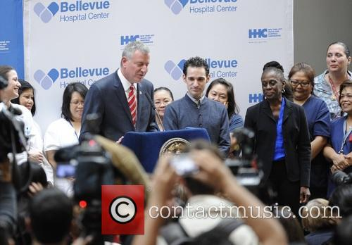Craig Spencer and Mayor Diblasio 4