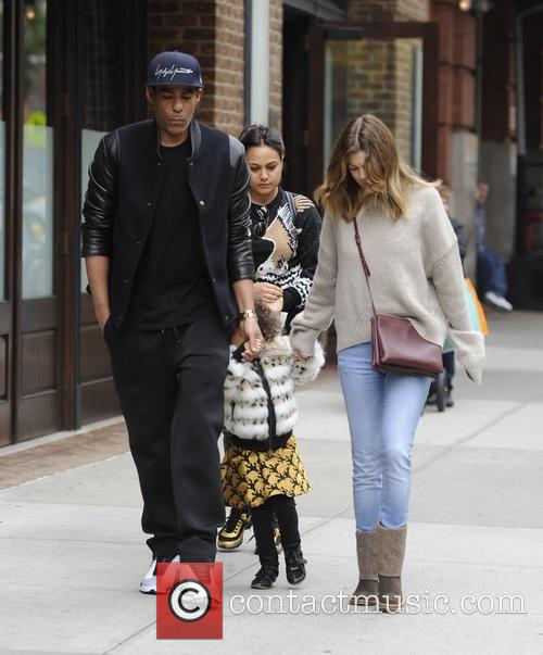 Ellen Pompeo, Chris Ivery and Stella Pompeo Ivery 3