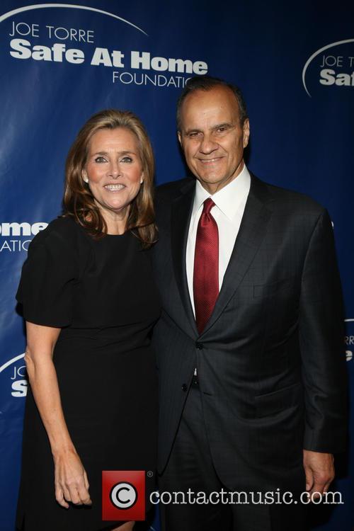 Meredith Vieira and Joe Torre 6