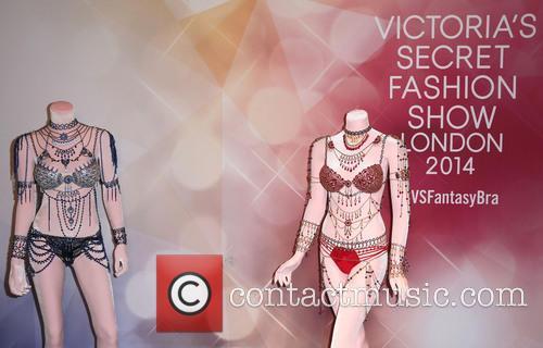 Alessandra Ambrosio and Victoria's Secret Fantasy Bra 3