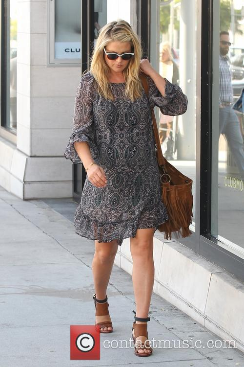 Pregnant Ali Larter spotted out shopping for linens...