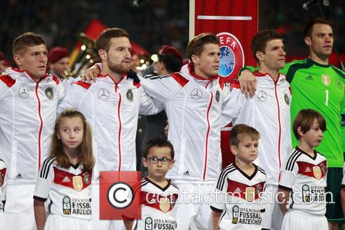 Manuel Neuer, Thomas Müller, Erik Durm, Shkodran Mustafi and Toni Kroos 4