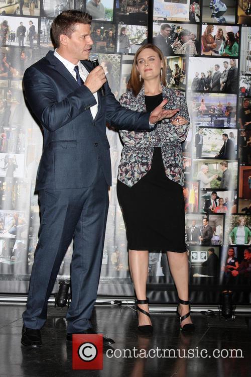 David Boreanaz and Emily Deschanel 5