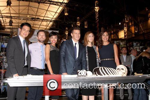 David Boreanaz, Tj Thyne, Tamara Taylor, John Boyd, Emily Deschanel and Michaela Conlin 2