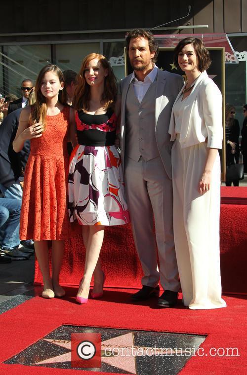 Mackenzie Foy, Jessica Chastain, Matthew Mcconaughey and Anne Hathaway 4