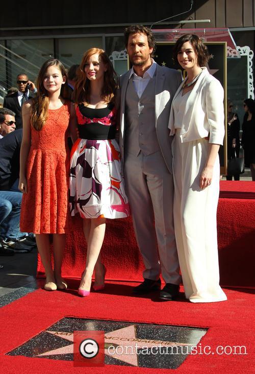 Mackenzie Foy, Jessica Chastain, Matthew Mcconaughey and Anne Hathaway 5