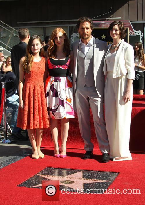 Mackenzie Foy, Jessica Chastain, Matthew Mcconaughey and Anne Hathaway 7
