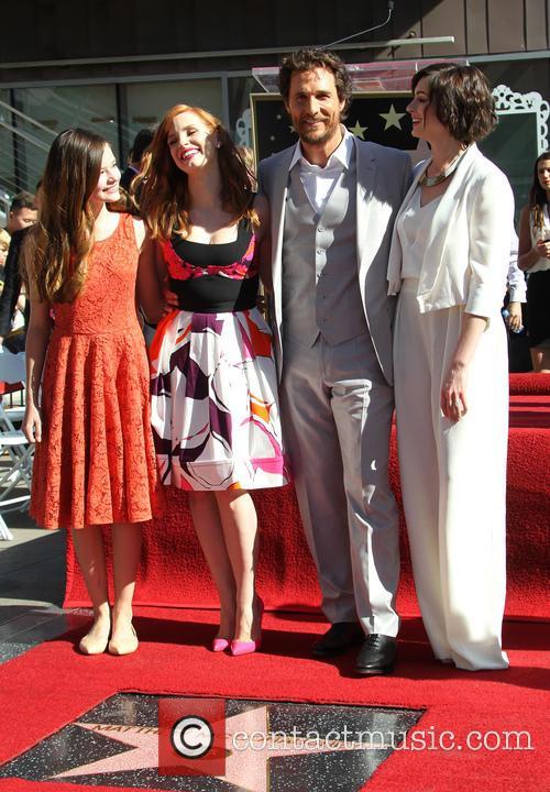 Mackenzie Foy, Jessica Chastain, Matthew Mcconaughey and Anne Hathaway 8