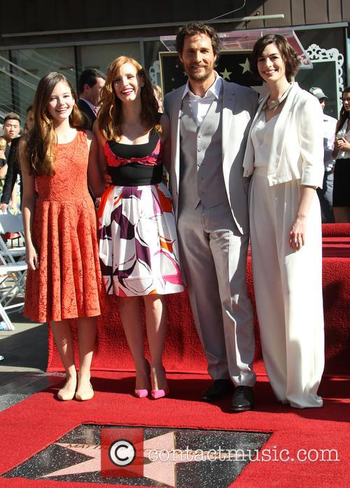 Mackenzie Foy, Jessica Chastain, Matthew Mcconaughey and Anne Hathaway 9