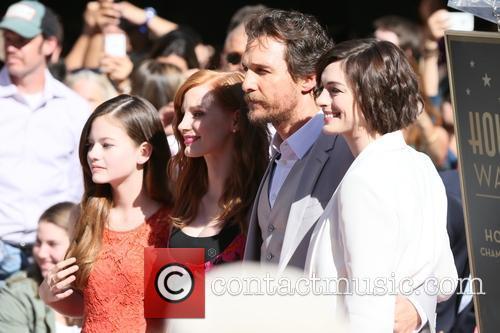 Mackenzie Foy, Jessica Chastain, Matthew Mcconaughey and Anne Hathaway 11