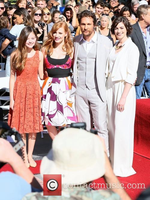 Mackenzie Foy, Jessica Chastain, Matthew Mcconaughey and Anne Hathaway 1