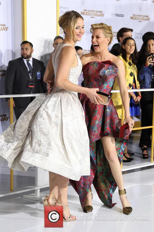 Jennifer Lawrence and Elizabeth Banks 3