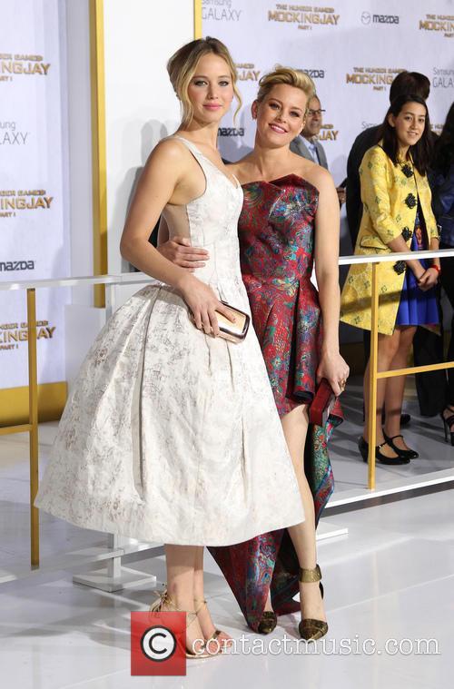 Jennifer Lawrence and Elizabeth Banks 4