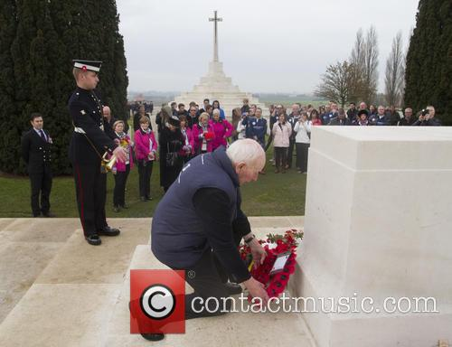 John Surtees OBE lays a wreath of remembrance...
