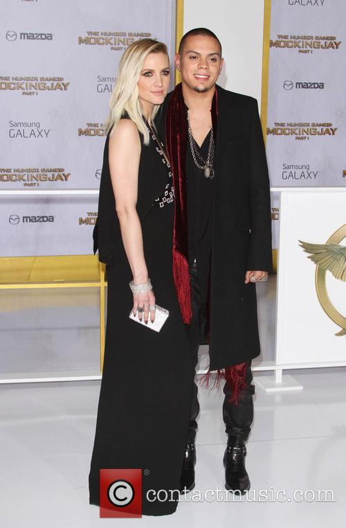 Ashlee Simpson and Evan Ross 8