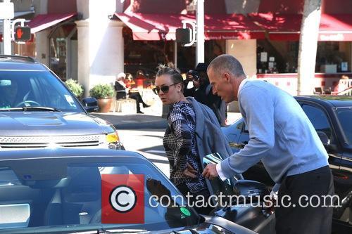 Kaley Cuoco arrives at Villa Blanca Restaurant in...
