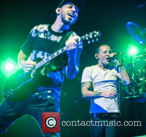 Mike Shinoda and Chester Bennington 2