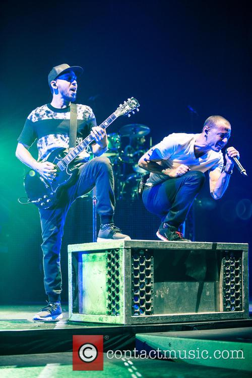 Mike Shinoda and Chester Bennington 1