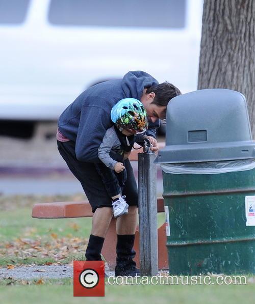 Josh Duhamel and Axl 9