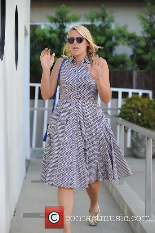Busy Philipps leaves a nail salon