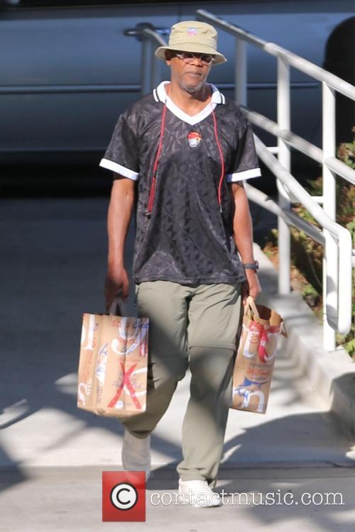 Samuel L. Jackson shops for groceries for Thanksgiving