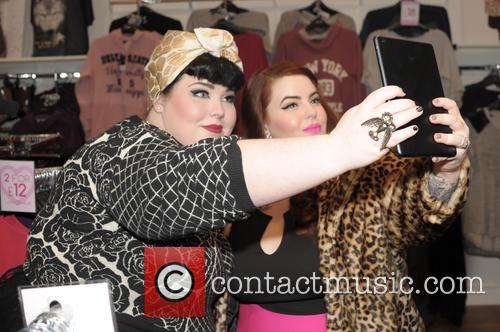 Tara O'brien and Tess Munster 8