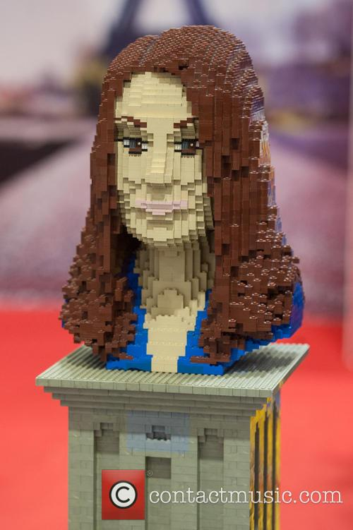 Lego Statue Of Catherine and The Duchess Of Cambridge 1