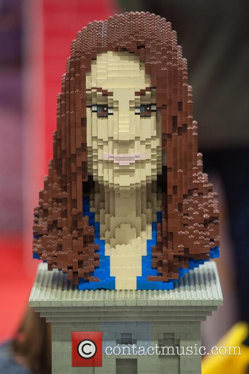 Lego Statue Of Catherine and The Duchess Of Cambridge 2