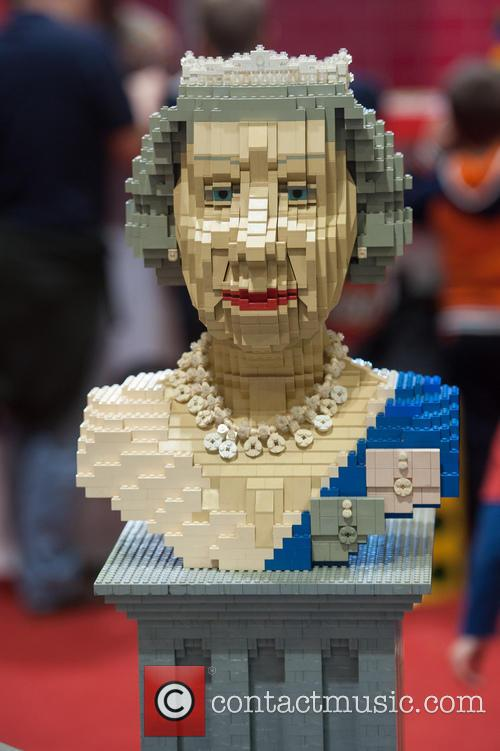 Lego Statue Of Queen Elizabeth Ii 2